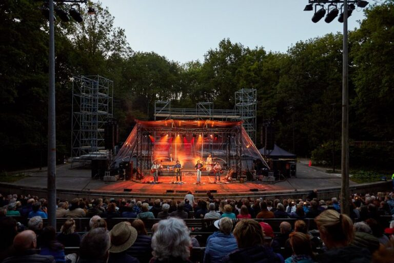 Concert in het Bostheater op de Bestemenerberg