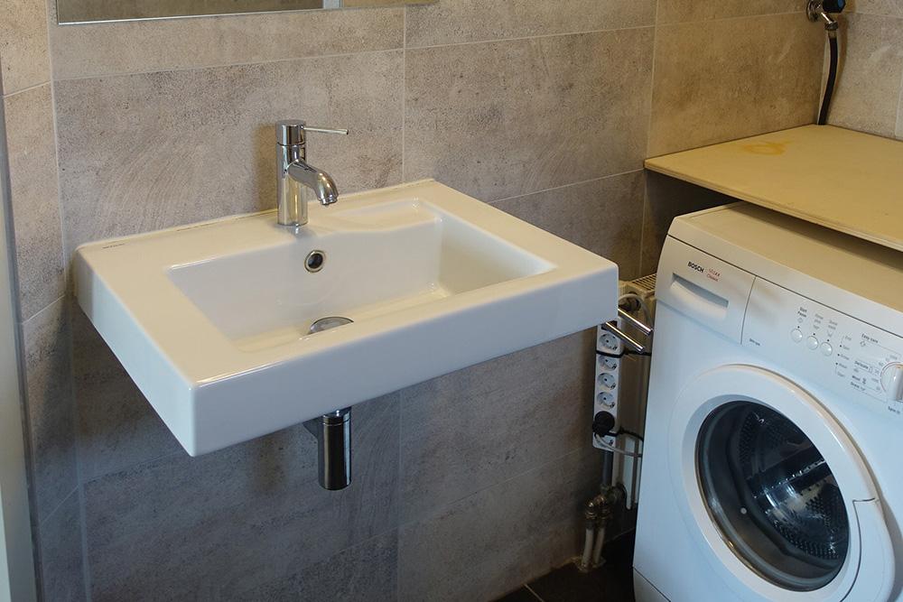 CR Vechtdalhuis Berg en Bos badkamer met wasmachine